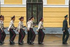 KYIV, UCRANIA, el 26 de mayo de 2017; Una ceremonia en honor del final del año escolar en el liceo militar de Ivan Bohun Imagen de archivo