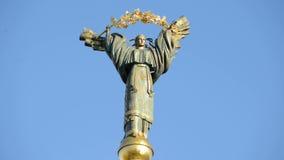 Kyiv, Ucrania Europa Un monumento de la independencia metrajes