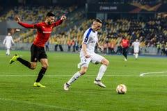 """Kyiv, Ukraina †""""Listopad 8, 2018: Tomasz Kedziora kontroluje piłkę podczas UEFA Europa Ligowego dopasowania dynama Kyiv †""""Sta fotografia stock"""