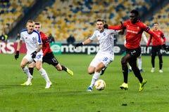 """Kyiv Ukraina †""""November 8, 2018: Spelare i handling under för ligamatch för UEFA Europa Kyiv för dynamo †""""Stade Rennais på NS fotografering för bildbyråer"""