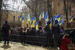 Kyiv Ukraina - 23 av mars 2019: politisk protest mot regering i mitten av huvudstaden av Ukraina royaltyfri bild