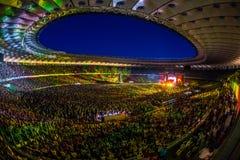 KYIV UKRAINA, CZERWIEC, - 21: Pełny stadium wachluje na koncercie Okean E Obrazy Stock