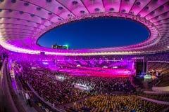 KYIV UKRAINA, CZERWIEC, - 21: Pełny stadium wachluje na koncercie Okean E Fotografia Stock