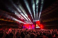 KYIV UKRAINA, CZERWIEC, - 21: Wielki światło od sceny na koncercie Ok Obrazy Stock