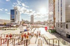 KYIV UKRAINA, CZERWIEC, - 21: Zaludniam iść stadium na koncercie Obraz Stock