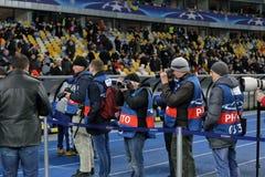 KYIV UKRAINA - FEBRUARI 24, 2016: Ligalek för UEFA Championes med dynamo Kyiv och Manchester City FC Arkivfoto
