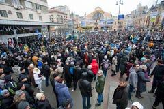 KYIV UKRAINA: Folkrörelse i mitten av staden på denregering demonstrationen under deneuropé protesten Arkivfoto