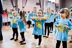 KYIV, UKRAINA GRUDZIEŃ 27: Euro tanów dzieci przyjęcie Fotografia Royalty Free