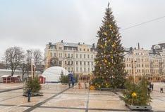 KYIV UKRAINA: Huvudsakligt träd för nytt år för Kyiv ` s arkivbild