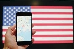 Kyiv Ukraina, Jul, - 11,2017: Jabłczany iPhone 7 z Google kartografuje app Zdjęcie Royalty Free