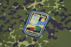 KYIV UKRAINA - Juli, 16, 2015 Enhetligt emblem för Ukraina armé royaltyfri fotografi