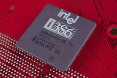 KYIV UKRAINA - Juli 28, 2018 Intel 386 processor på strömkretsbräde arkivbild