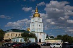 KYIV UKRAINA - JUNI 1, 2017, sidosikt av kloster för St Michael ` s i Kyiv, Ukraina Royaltyfria Bilder