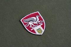 KYIV UKRAINA, Lipiec, -, 16, 2015 Ministerstwo Grifon jednostki munduru odznaka na camouflaged mundurze sprawy wewnętrzne - (Ukra fotografia royalty free