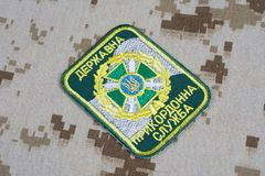 KYIV UKRAINA, Lipiec, -, 16, 2015 Ukraina straży granicznej munduru odznaka na camouflaged mundurze obrazy stock
