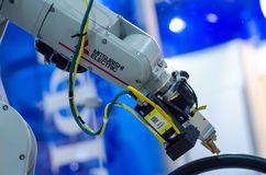 Kyiv Ukraina, Listopad, - 22, 2018: Mitsubishi robota Elektryczna ręka obrazy royalty free