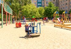 Kyiv Ukraina, Maj, - 21, 2017: Dziecka ` s boisko Zdjęcia Stock