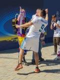 KYIV UKRAINA - MAJ 26, 2018: Finalen av mästarna liga, fans av den Real Madrid lagställningen på Sofiyskaya det fyrkantiga near arkivfoton