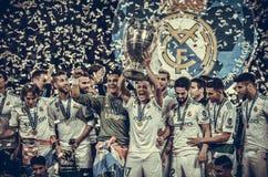KYIV UKRAINA - MAJ 26, 2018: Fotbollsspelare av Real Madridcelebraen Arkivbilder