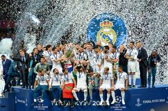 KYIV UKRAINA, MAJ, - 26, 2018: Futboliści Real Madrid celebra zdjęcia royalty free