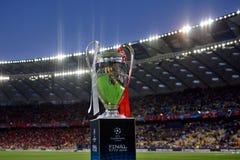 KYIV UKRAINA, MAJ, - 26, 2018: Ogólny widok champions league trofeum przed dopasowania UEFA champions league finałem między Ponow Fotografia Stock