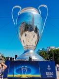 KYIV UKRAINA - MAJ 26, 2018: UEFA modell av mästareligakoppen, förberedelse för finalen royaltyfri foto