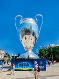 KYIV UKRAINA - MAJ 26, 2018: UEFA modell av mästareligakoppen, förberedelse för finalen royaltyfri fotografi