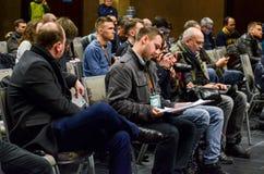 KYIV UKRAINA - 15 mars, 2018: Journalister och fotografer ar Royaltyfria Bilder