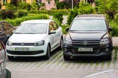 Kyiv Ukraina - May 15th, 2016: Photoshoot av Volkswagen bilar på parkering Arkivfoto
