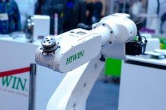 Kyiv Ukraina - November 22, 2018: Hiwin artikulerade roboten royaltyfri fotografi
