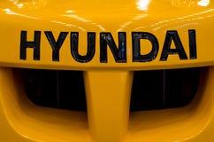 Kyiv Ukraina - November 22, 2018: Logo Hyundai på gaffeltrucken royaltyfria foton