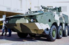 Kyiv Ukraina - Oktober 10, 2018: Bepansrad personalbärare BTR-4MB1 Internationella utställningARMAR OCH SÄKERHET 2018 arkivbild