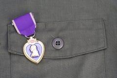 KYIV UKRAINA, Sierpień, - 1, 2016 Purple Heart nagroda na wojsko usa oliwnej zieleni mundurze zdjęcia stock