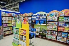 Kyiv Ukraina, Styczeń, - 16, 2018: Klienta sklep dla zabawek zdjęcie stock