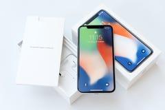 KYIV, UKRAINA - 26 STYCZEŃ, 2018: Nowego Iphone X smartphone wzorcowy zakończenie up Nowy Jabłczany Iphone 10 telefonu komórkoweg obraz stock