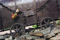 KYIV UKRAINA, WRZESIEŃ, - 25, 2017: Pomnikowy ` Cygański furgonu ` Roma ludzie wykonywał nazi w 1940-1945 Fotografia Stock