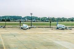 Kyiv, Ukraine - 16 août 2017 : Avions de passagers à l'aéroport Borispol Photo libre de droits