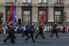 KYIV, UKRAINE - 24 AOÛT 2016 : Défilé militaire dans Kyiv, consacré au Jour de la Déclaration d'Indépendance de l'Ukraine L'Ukrai Photo stock