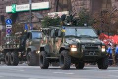 KYIV, UKRAINE - 24 AOÛT 2016 : Défilé militaire dans Kyiv, consacré au Jour de la Déclaration d'Indépendance de l'Ukraine L'Ukrai Image stock