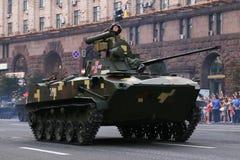 KYIV, UKRAINE - 24 AOÛT 2016 : Défilé militaire dans Kyiv, consacré au Jour de la Déclaration d'Indépendance de l'Ukraine L'Ukrai Images stock