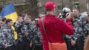 Kyiv, Ukraine 9. April 2019 Aktivisten und Anhänger der politischen Partei des nationalen Korps nehmen an einer Sammlung teil, um stock footage
