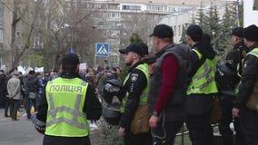 Kyiv, Ukraine 9. April 2019 Aktivisten und Anhänger der politischen Partei des nationalen Korps nehmen an einer Sammlung teil, um stock video