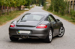 Kyiv, Ukraine - 4 avril 2014 : Photoshoot de Porsche Cayman sur la rue Photographie stock