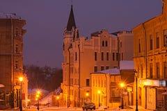 KYIV, UKRAINE-28 January2017: Замок Ричарда на uzviz Andriyivs'kyi спуска Andriyivskyy предыдущее утро ландшафта Стоковое Изображение