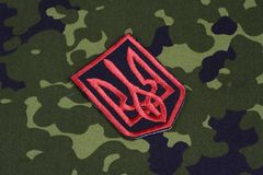 KYIV, UKRAINE - juillet, 16, 2015 Insigne d'uniforme d'armée de l'Ukraine Photographie stock libre de droits