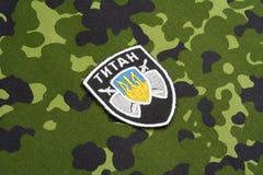 KYIV, UKRAINE - juillet, 16, 2015 Ministère d'insigne d'uniforme de titan de l'Ukraine d'affaires intérieures Images stock
