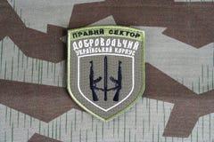 KYIV, UKRAINE - Juli, 08, 2015 Chevron des Ukrainers erbietet Korps freiwillig Lizenzfreie Stockbilder