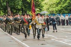 KYIV, UKRAINE - 26 mai 2017 : Cérémonie à l'occasion de la fin de l'année universitaire dans la salle de conférence militaire de  Photos stock