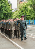 KYIV, UKRAINE - 26 mai 2017 : Cérémonie à l'occasion de la fin de l'année universitaire dans la salle de conférence militaire de  Photo stock