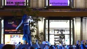 Kyiv, Ukraine - Mai 2017: Mädchen singt auf dem Stadium und begrüßt die Menge am Abend Zlata Ognevich ist ein berühmtes